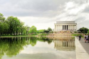 Lincoln memorial and reflecting pool photo by Ingfbruno